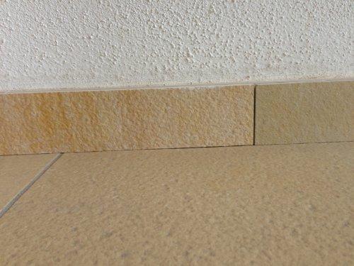 Solnhofener Naturstein -Sockelleisten- Höhe: 6 cm oder 8 cm, Dicke 1 cm, in freien Längen ca. 20 cm - 60 cm, geschnitten und kalibriert