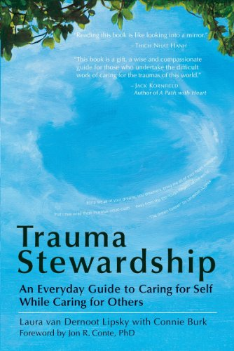 Trauma Stewardship: An Everyday Guide to Caring for Self While Caring for Others (English Edition)
