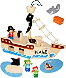 alles-meine.de GmbH Set -  Piratenschiff aus Holz  - incl. Name - mit 10 Spiel Figuren - Holzschiff mit Geheim Versteck & aufklappbare Ladeluke / Piraten - Kapitän - Holzfigure.. -