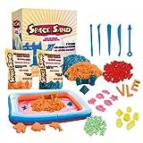 Space Sand 1.8 kg con 50 Piezas de Formas, números, Letras, Piezas de Castillos, Herramienta de Modelado, Arena mágica cinética, Probada por el TÜV (0.9kg Azul y 0.9kg Naranja)