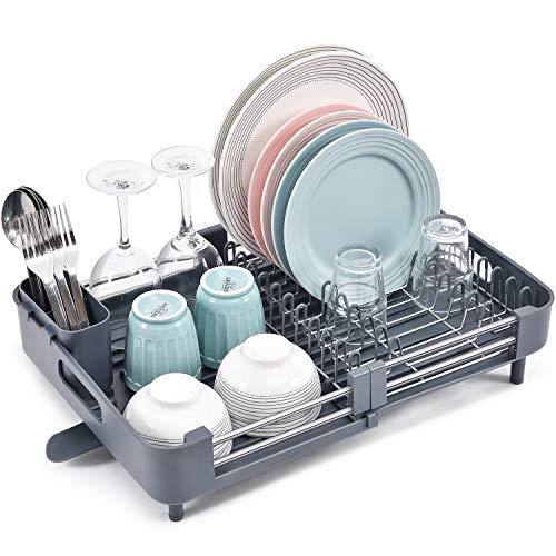 Kingrack Escurridor de platos extensible de acero inoxidable plegable con soporte para cubiertos extraíble y estante para platos antiarañazos, rejilla ajustable para secar platos con boquilla