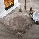 SODKK Fellimitat Teppich Kinderteppiche, mit 8 Antirutschmatte für Teppich Preiswert für Wohnzimmer, Schlafzimmmer, Kinderzimmer, Esszimme (Khaki 50 x 150 cm)