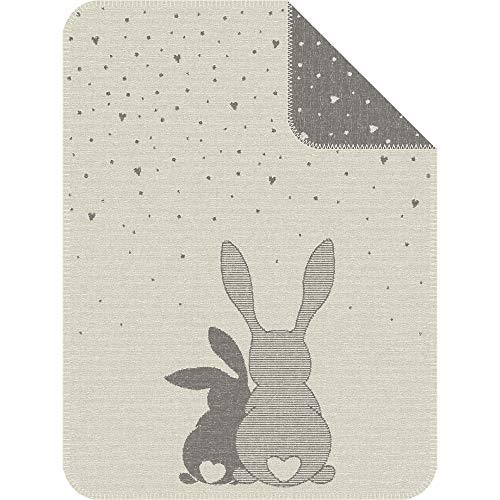 Babydecke s.Oliver Junior 1182 / Kinderdecke mit zuckersüßem Häschen Motiv/Kuscheldecke Baby 075x100 cm/hochwertig verarbeitete Schmusedecke aus kuschelweicher Baumwollmischung