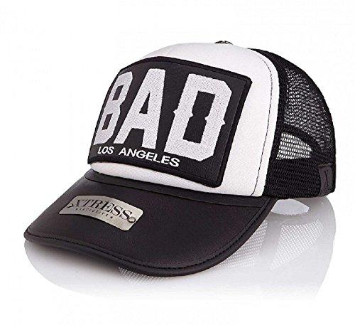 Gorra blanca y negra con el logo BAD. Unisex