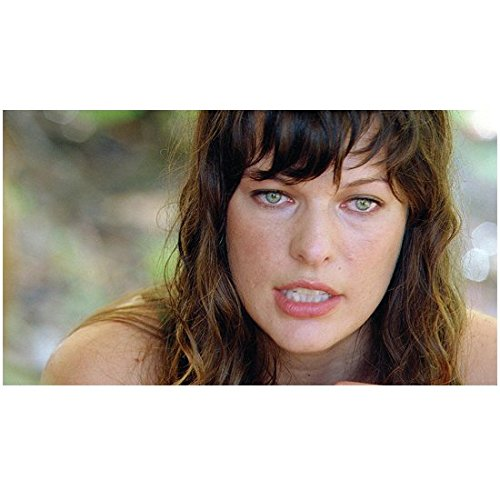 A Perfect Getaway with Milla Jovovich as Cydney Close Up Sharp Eyes 8 x 10 Inch Photo