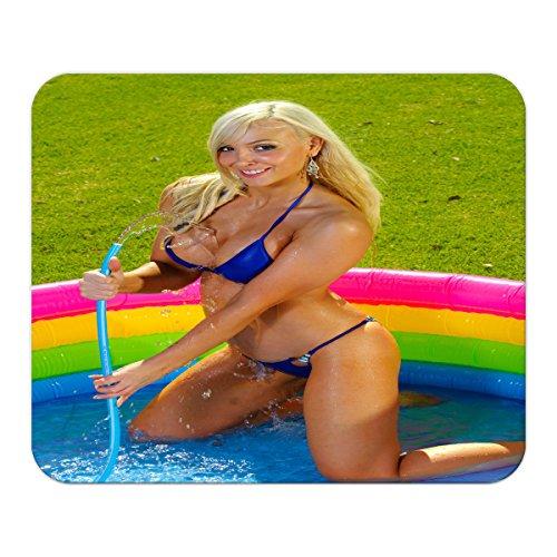 Gaming Mauspad mit Fotodruck Mousepad 220 x 180 mm rutschfest Schwarz Fransenfreier Rand Präzision Sexy Fun Blondine Pool Bedruckt