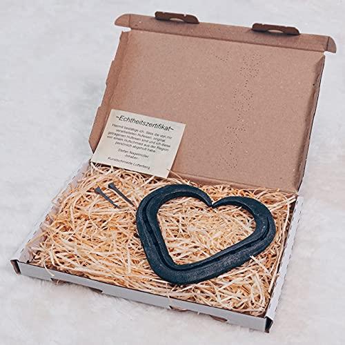 Ein besonderes Herz für die Liebe -handgeschmiedet- aus einem Glücksbringer, einem echten Hufeisen