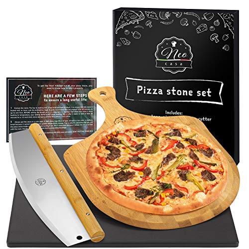 NeoCasa Cordierit Pizzastein Beschichtet mit Keramik für Backofen, Backstein | Grillstein | Ofenstein Set mit Bambus-Pizzaschieber & Pizzaschneider - Rostfrei & Antihaft - Schwarz Rechteckig