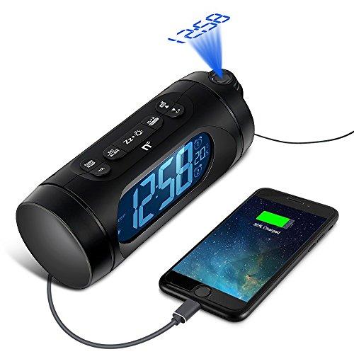 Radio Reveil avec Projecteur, Kozy Life 1,6 'LED Dimmableradio Radio Reveil Projection Plafond avec FM, Charge USB, Double Alarme, Batterie de Secours, Minuterie De Sommeil et Température Intérieure