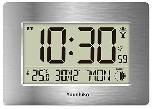 Youshiko - Reloj de pared o escritorio con control por radio (pantalla grande, LCD, silencioso, versión oficial del Reino Unido), configuración automática con fecha de día, mes (plata)