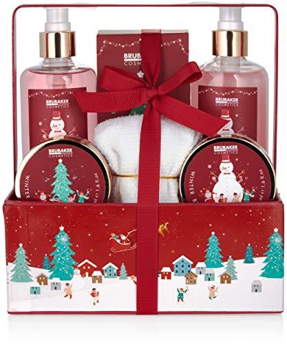 BRUBAKER Cosmetics Bade- und Dusch Set Winter Beeren Duft - 7-teiliges Geschenkset im weihnachtlichen Pflanzkasten mit Handtuch Weihnachten - Weihnachtsset für Frauen und Männer