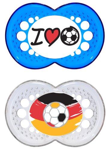 """MAM Original Silikon Schnuller """"Football""""-Kollektion im 2er-Set, zahnfreundlicher Schnuller, Baby Schnuller aus speziellem MAM SkinSoft Silikon mit Schnullerbox, 6-16 Monate, blau"""