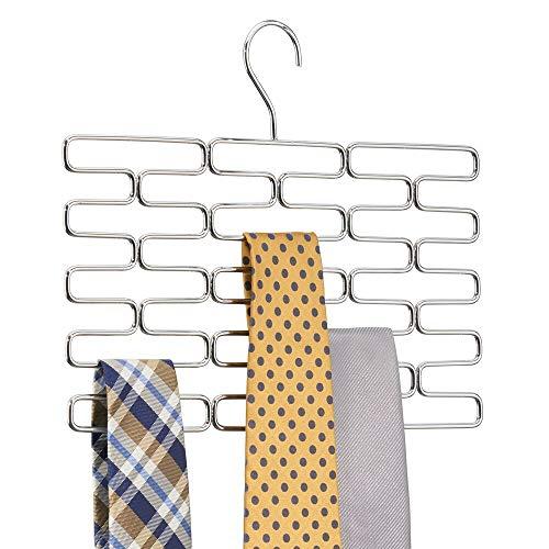 mDesign Portacravatte – Pregiato appendino cravatte con almeno 23 comodi scomparti – Pratica gruccia appendi cravatte per conservare in modo ordinato le cravatte – cromato
