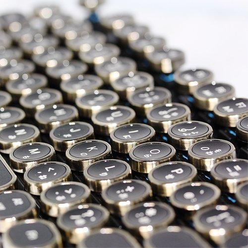 HKW『タイプライター風メカニカルキーボード』