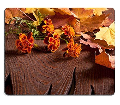 luxlady Gaming Mousepad imagen ID: 23070178Ramo de flores de Tagetes sobre mesa de madera