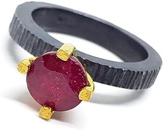 Affascinante anello in oro 18 carati e argento sterling ossidato con un prezioso rubino naturale africano da 5 carati e mi...
