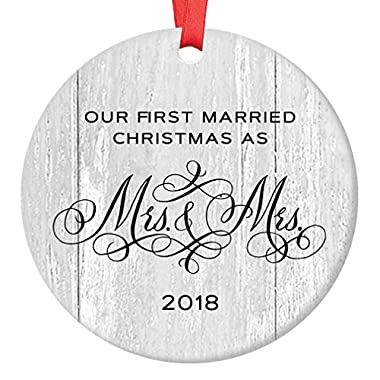 Lesbian Marriage Gifts for the Couple Gay Newlywed First Christmas Wedding Ornament 2018 Mrs & Mrs 1st Xmas 3  Flat Circle Porcelain Ceramic Ornament Keepsake Present with Red Ribbon & Free Gift Box