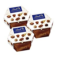 Boîte de 217 g Assortiment de 20 bouchées de chocolats extra-fins au lait, noirs et blancs fourrés au praliné ou au gianduja. Boîte Connaisseurs Assortiment : La tradition gourmande des Maîtres Chocolatiers Lindt