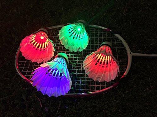 Xrten LED Badminton Set mit 4 Farbigen, 4 Stück Beleuchtung Badmintonbälle, Bunt Federball für Outdoor en Indoor Sportsaktivitäten