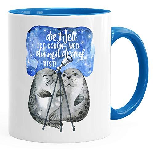 Kaffee-Tasse Die Welt ist schön weil du mit drauf bist Geschenk Liebe Spruch Seehunde Robben Sterne MoonWorks® blau unisize