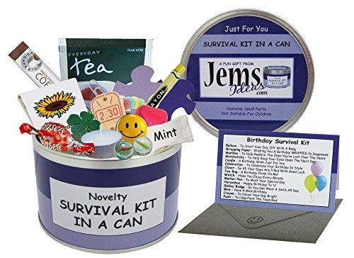 Survival kit in a can - Kit de survie humoristique pour anniversaire d'amis avec cadeau et carte - Livré dans une boîte métallique Idée cadeau amusante pour souhaiter joyeux anniversaire. Cadeau et carte tout en un. Cadeau d'anniversaire et carte - Tout-en-un - Ami, sœur, frère, maman, papa, nièce, neveu, tante, oncle, cousine, grand-mère et grand-père Couleur au choix., Violet/lilas, Environ 10 x 6 cm