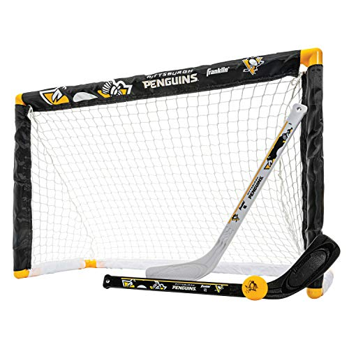 Franklin Sports Pittsburgh Penguins Mini-Hockey-Set – Kniehockeytor, Ball & 2 Hockeyschläger Combo Set – Mini Tornetz – NHL Offizielles Hockey-Set