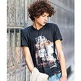 バッファローボブズ(BUFFALO BOBS) FRAGILE(フラジール)香水柄プリント Vネック Tシャツ【ブラック/2-3】