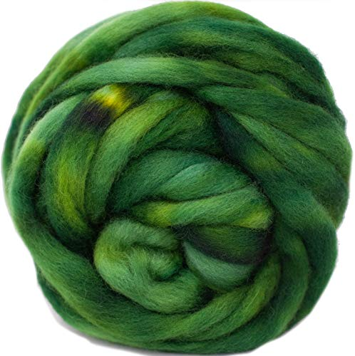 Wool Roving Hand Dyed. Super Soft BFL Combed Top Pre-Drafted for Easy Hand Spinning. Artisanal Craft Fiber ideal for Felting, Weaving, Wall Hangings and Embellishments. 4 Ounce. Hunter Green
