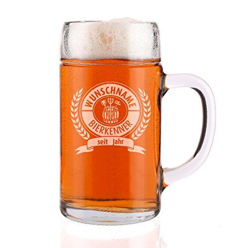 Herz & Heim® 1 Liter Maßkrug mit Gravur für den Bierkenner mit Name + Geburtsjahr - toll zum Vatertag