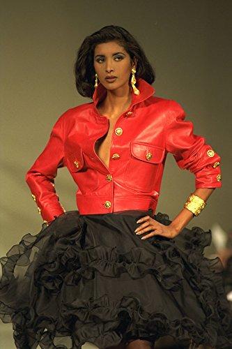 475086 Vrouwelijk In Rood Leren Jas En Zwarte Flamenco Rok A4 Photo Poster Print 10x8