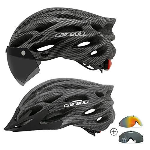 casco y gafas de ciclismo