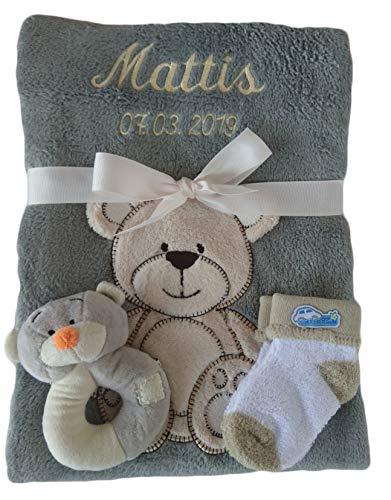 *Babydecke grau Teddy mit Namen bestickt + Rassel Teddy + Babysocken*