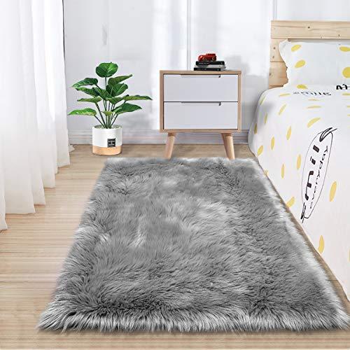 Zareases Tapis de chambre à coucher en fausse fourrure de mouton pour salon, intérieur, canapé, vasque, décoration de la maison, crèche, enfants filles, gris (2 x 3 pieds)