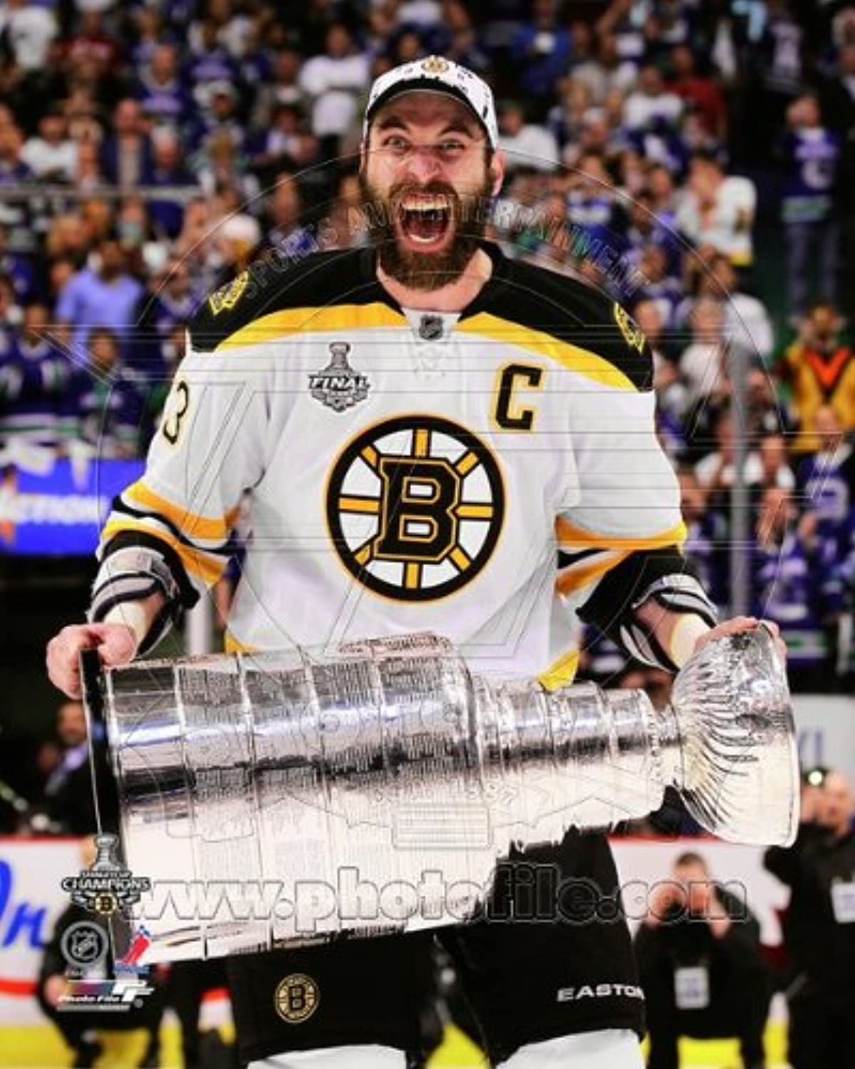 Zdeno Charaholding the 2011 Stanley Cup TrophyNHL 8x10 Photo (Boston Bruins)