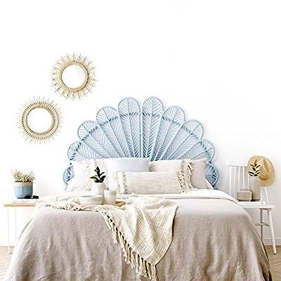Perfecto para cama de 150 cm. Su colocación es muy fácil ya que se puede apoyar en el suelo. Material: Rattan en tono azul