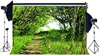 新しい春の背景7X5FTビニール田舎の魅惑のジャングルフォレストの背景の木緑の草の牧草地の未舗装の道路パス結婚式の写真の背景Picnincとハイキングの写真スタジオの小道具149