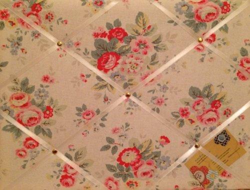 Taille M 40 x 30 cm-Cath Kidston-Fleurs blanches-pied fait main en tissu avis broches/tableau mémo