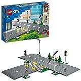 LEGO City Town Piattaforme Stradali, Playset con Lampioni, Semafori e Mattoncini Fosforescenti, 60304