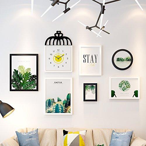Foto wandklokken decoratieve wand combinatie van fotolijsten aan de muur, zwart-wit combinatie + plant van de chips