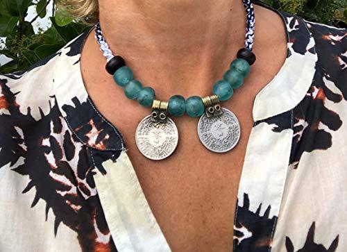 Ethnos Barcelona - Girocollo di monete e perle di vetro. Lunghezza: 40 cm.