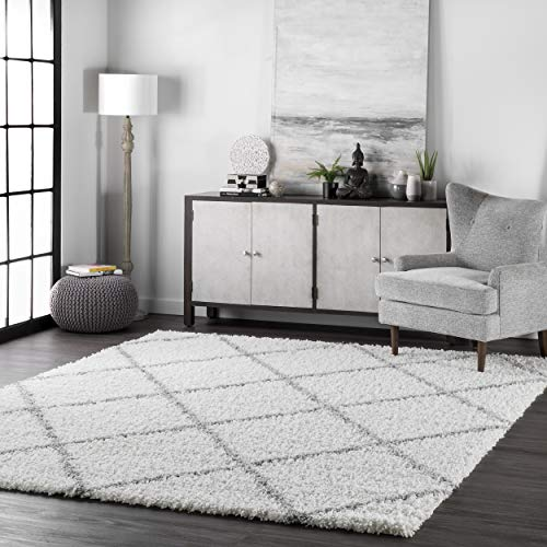 "nuLOOM Cozy Soft and Plush Diamond Trellis Shag Area Rug, White, 7' 10"" x 10'"