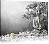 Buddha mit Monoi Blüte in der Hand schwarz/weiß Format: