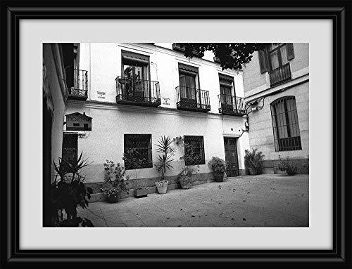 Fotografía de una antigua plaza de Madrid. Blanco y negro. Clásica. Vintage.