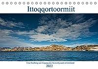 Ittoqqortoormiit - Eine Siedlung am Eingang des Scoresbysund in Groenland (Tischkalender 2022 DIN A5 quer): Ittoqqortoormiit ein entlegener Ort in Ost - Groenland, am Eingang des Scoresbysund (Monatskalender, 14 Seiten )