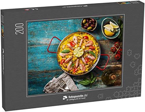 fotopuzzle.de Puzzle 200 Teile Traditionelle Meeresfrüchte-Paella in der Pfanne auf einem Alten Holztisch, Draufsicht (1000, 200 oder 2000 Teile)
