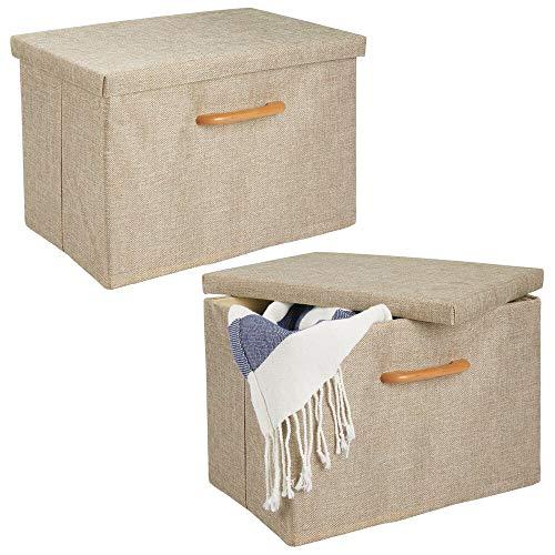 mDesign Juego de 2 cajas organizadoras – Caja apilable con estructura suave, tapa y asa de madera – Estable organizador de armario plegable en poliéster para baño o dormitorio – beis y marrón claro