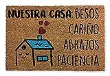 KOKO DOORMATS felpudos entrada casa originales y divertidos, Felpudo coco y PVC, Felpudo original Nuestra Casa, 40x60x1.5 cm | Felpudo entrada casa exterior para puerta, terraza o jardín.