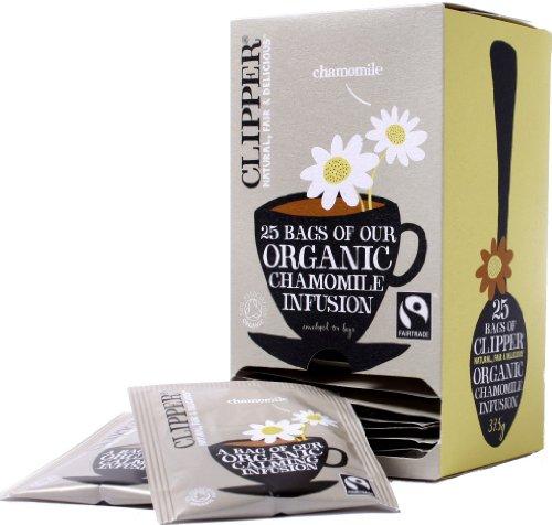 イギリスで人気の「クリッパー(Clipper)」。オーガニック、フェアトレードにこだわる紅茶ブランドです。  こちらのカモミールティーは、有機栽培されたカモミールの花のみを使用。明るい黄金色のハーブティーを楽しめます。ノンカフェインで、EU有機認証、有機JAS、フェアトレード認証取得済み。そして無漂白ティーバッグを使用しており、自分用はもちろん、誰に対しても安心してプレゼントできますね。