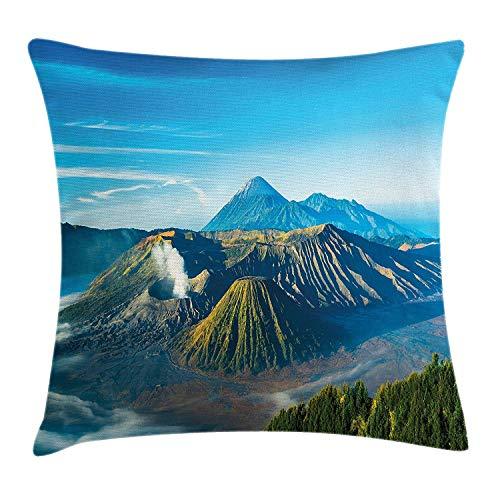 Volcano Throw Pillow Kissenbezug, Mount Bromo Volcano während des Sonnenaufgangs in Ost-Java Indonesien Majestätische Natur, dekorative quadratische Akzent Kissenbezug, 18 x 18 Zoll, Sky Blue Green Wh