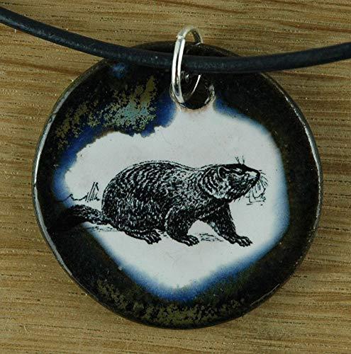 Echtes Kunsthandwerk: Niedlicher Keramik Anhänger mit einem Murmeltier; marmota marmota